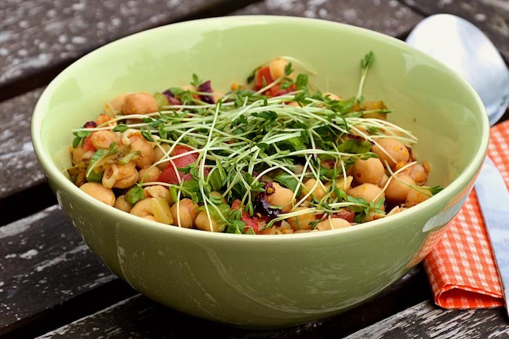 Vegetarian Salad with Complementary Proteins